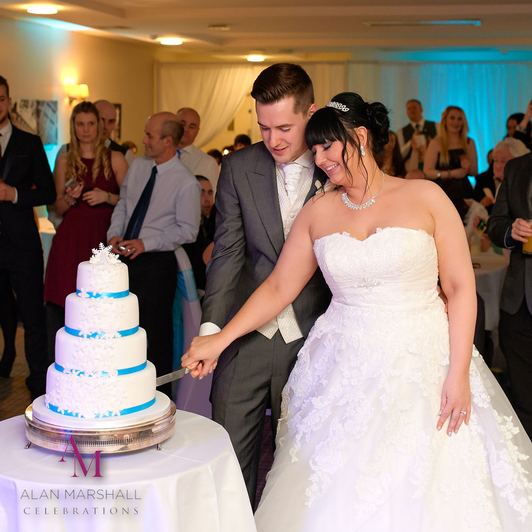 The Wedding Day Timeline - Wedding Cake Cutting